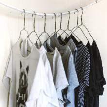 garde-robe minimaliste vs garde-robe capsule